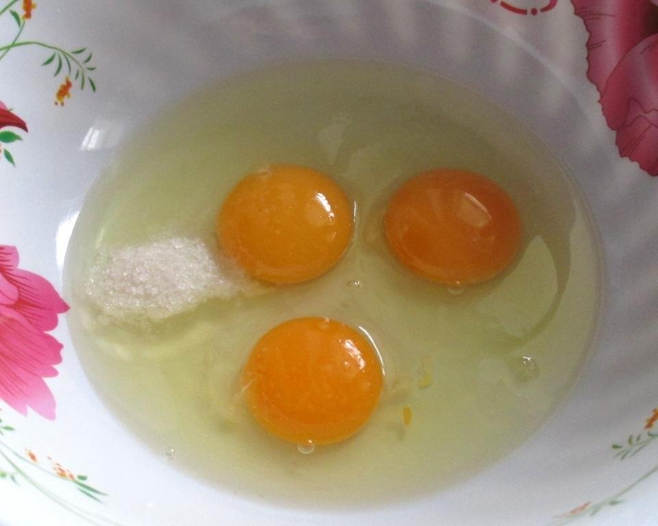 куриные яйца, фото