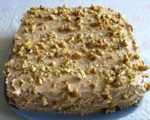 бисквитный торт фото, украшенный орехами