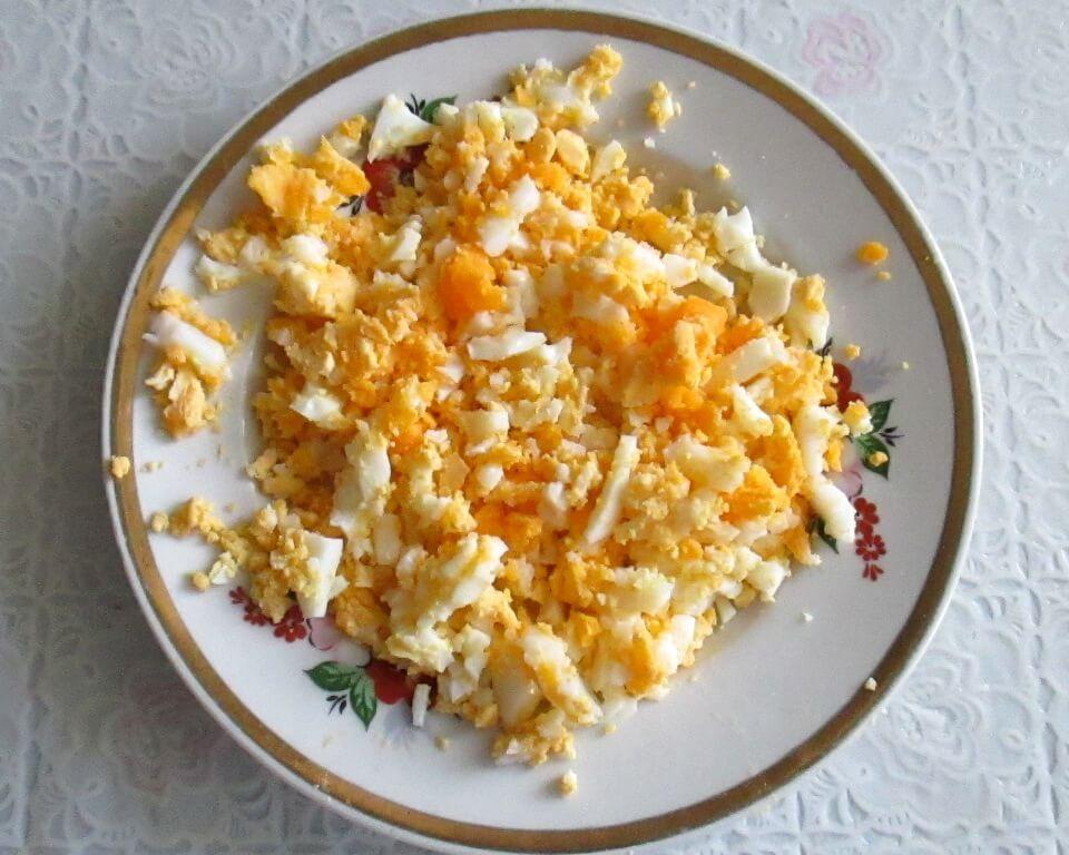 фото яйца с морковью резанные в