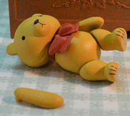 игрушка мишка с оторванной лапой