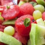фото салат из арбуза с дыней и виноградом