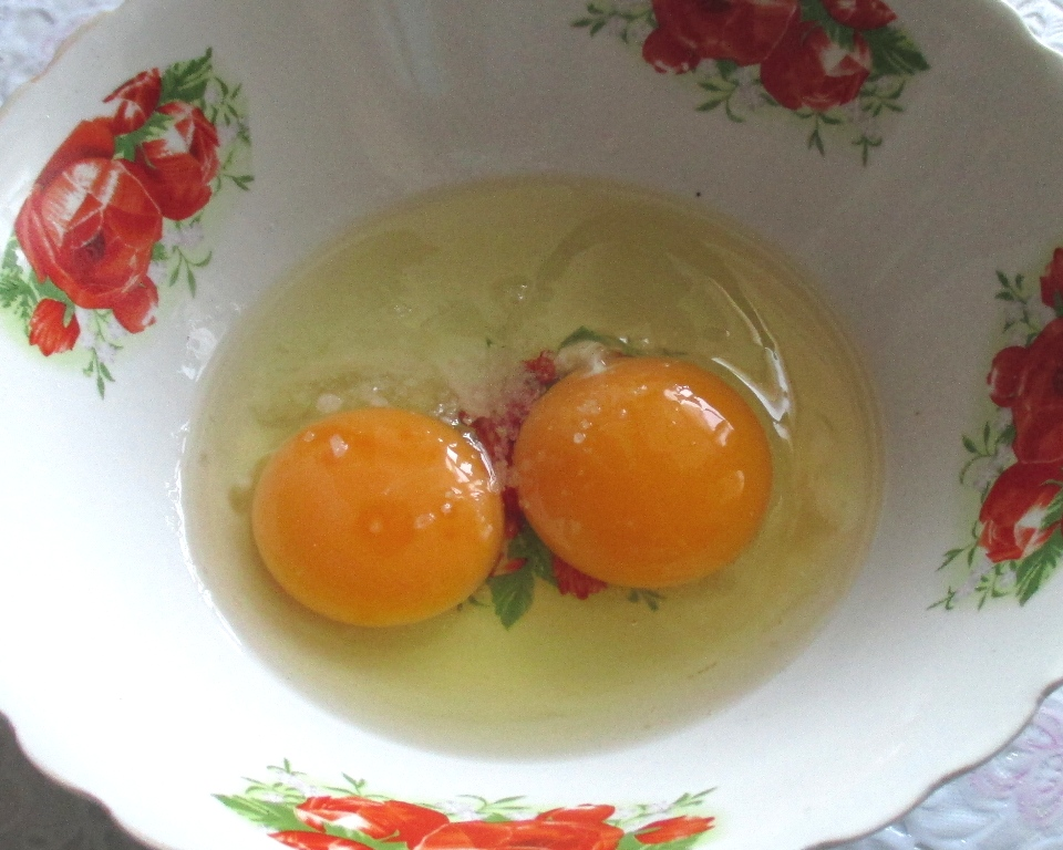 фото яйца сырые