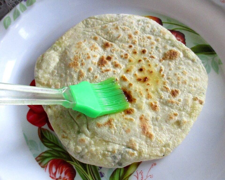 фото лепешки из пресного теста с начинкой из творога и зеленого лука