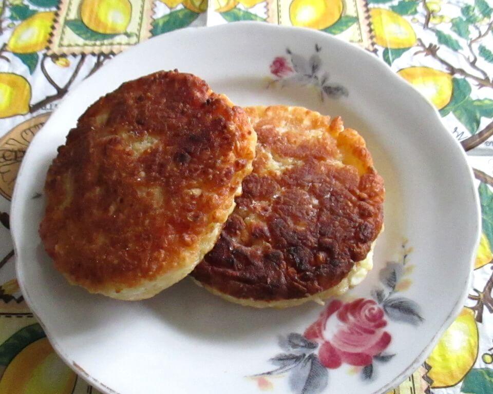 фото сырники из творога с курагой