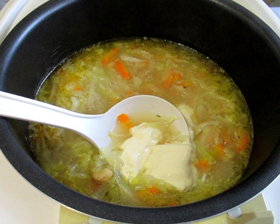 суп с сыром, капустой и фасолью фото